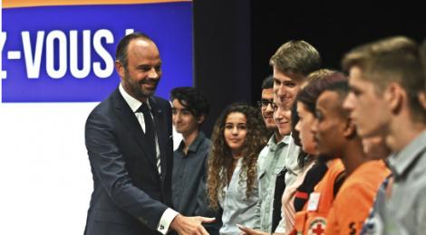 Le premier ministre français à la rencontre des étudiants avignonnais pour leur présenter le  S.N.U.